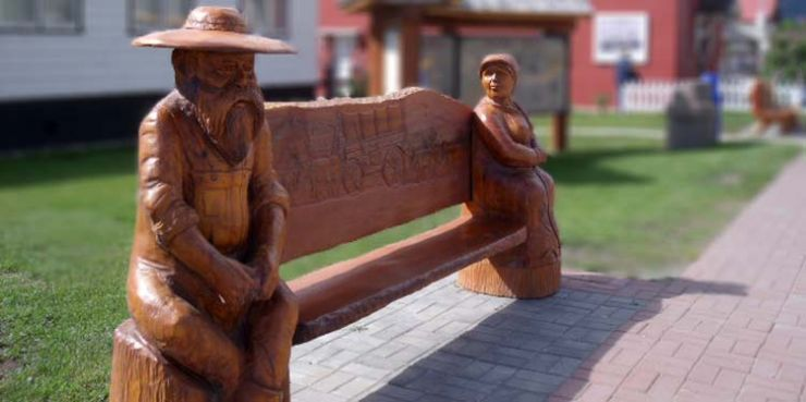 Bench outside the Clinton Visitor Information Centre